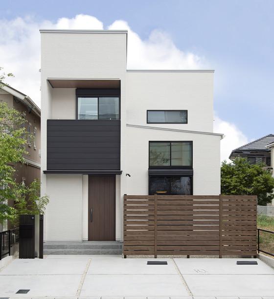 リビングとウッドデッキが繋がる開放感溢れる家。