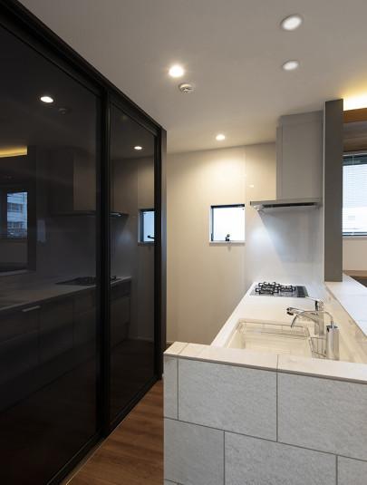 『キッチン背面収納』